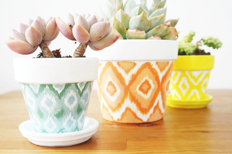 DIY+Hand+Painted+Ikat+Pots.+This+is+one+of+my+favorite+DIY+projects,+it_s+so+easy+and+looks+amazing.+Love+these+pots+for+inside+or+outside+and+they+make+great+gifts.+Love!